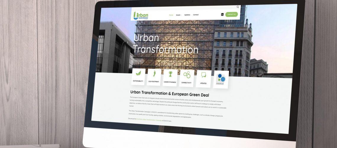 Computer met homepage website UrbanTransformation